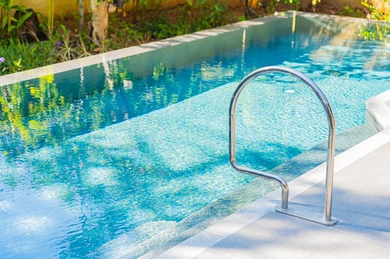 medence tisztítás házilag